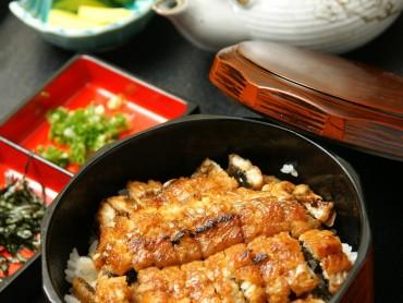 名古屋风味鳗鱼饭。鳗鱼是绝品!