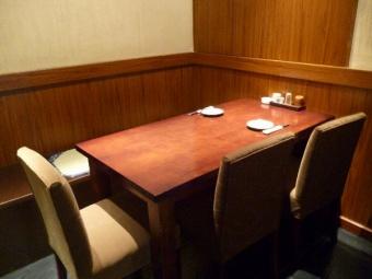 テーブル個室。