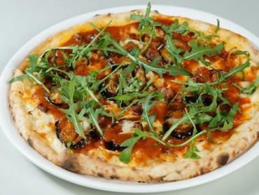 蟹酱很多的蟹肉有机蔬菜披萨